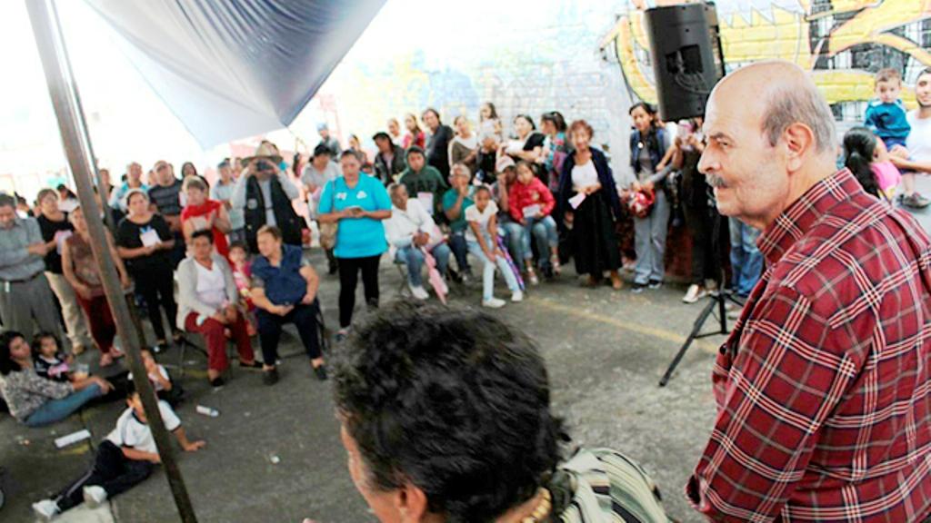 Promete Fausto arreglar rúa principal de Misión del Valle en su primer año de gobierno - Pátzcuaro Noticias