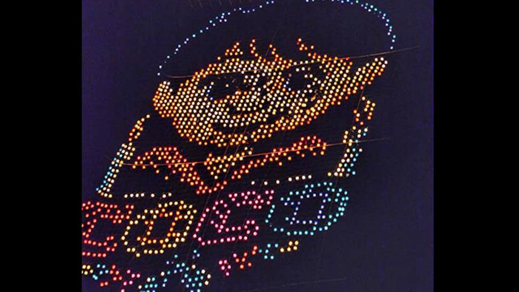 Elevan monumental globo de personaje de Coco en Pátzcuaro
