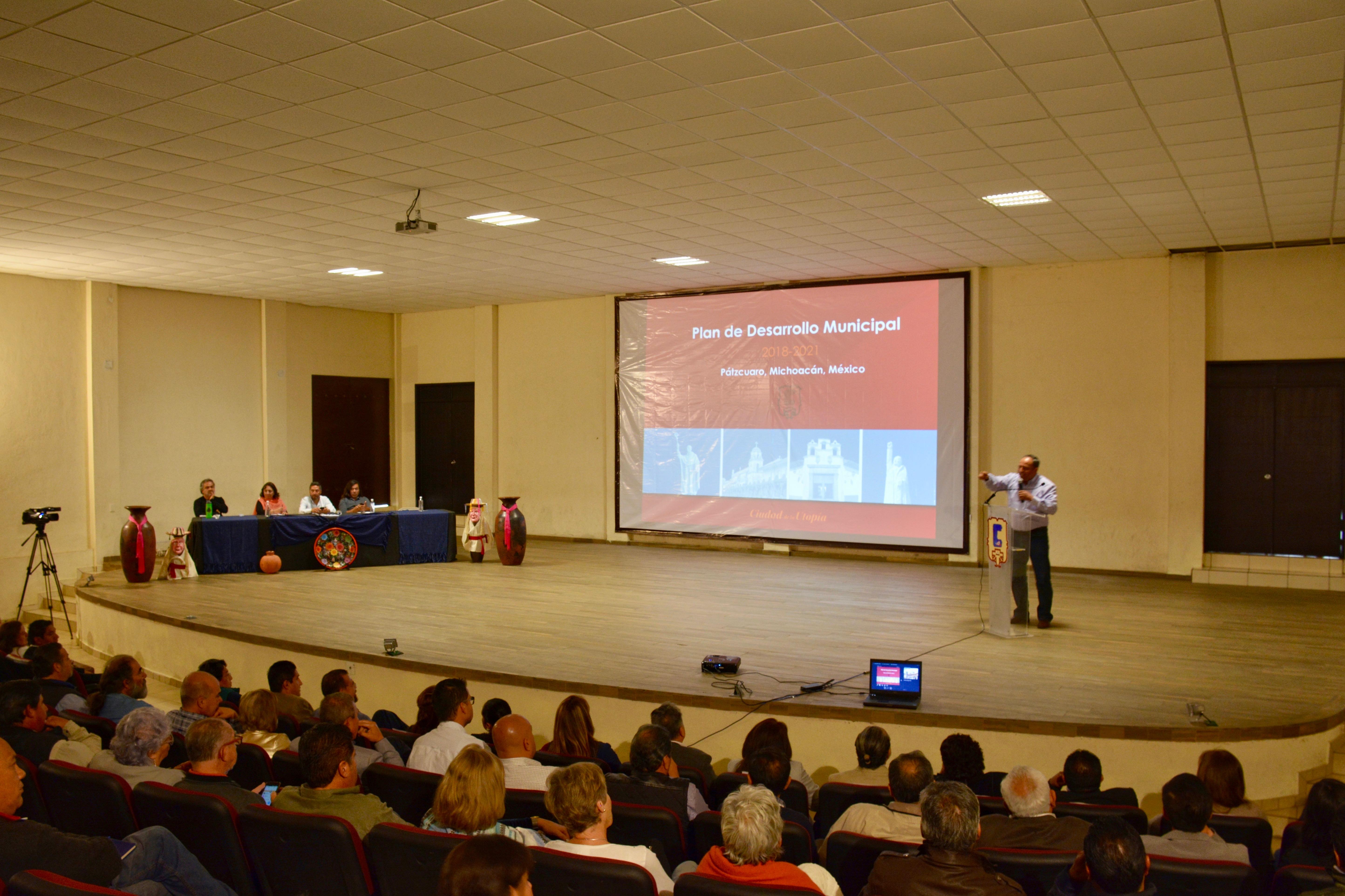 Presenta Víctor Báez el Plan de Desarrollo Municipal 2018-2021