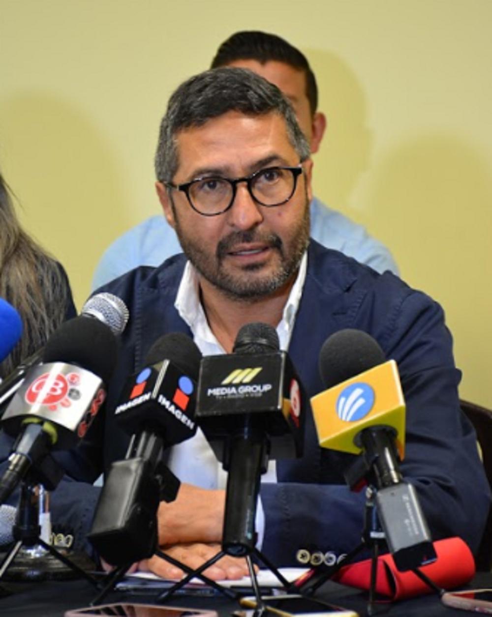 Error de gobierno estatal centrar estrategia financiera en una mayor carga tributaria: Víctor Báez