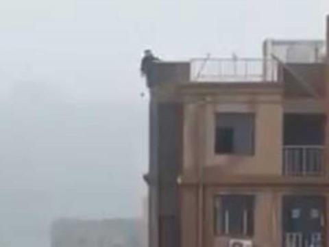 Cae de edificio por intentar tomar la mejor selfie [VIDEO] 3 - Pátzcuaro Noticias