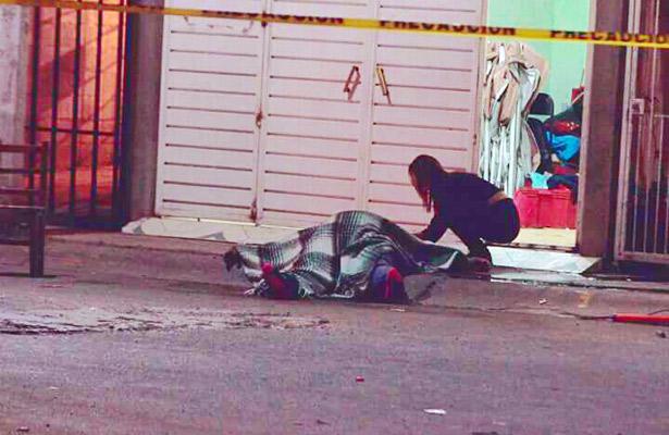 pareja fue atacada a balazos por un sujeto desconocido