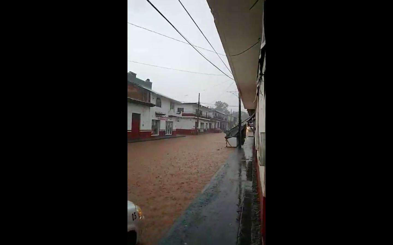Fuertes lluvias en Pátzcuaro provocan algunas inundaciones (VIDEO)