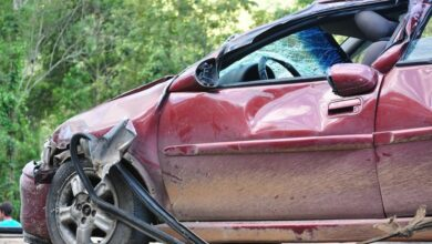 VIDEO: Lo encuentra con otra y destruye su auto de lujo