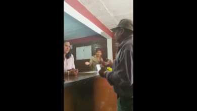 Adulto mayor se queja del mal trato recibido por funcionaria de Tzintzuntzan (VIDEO)