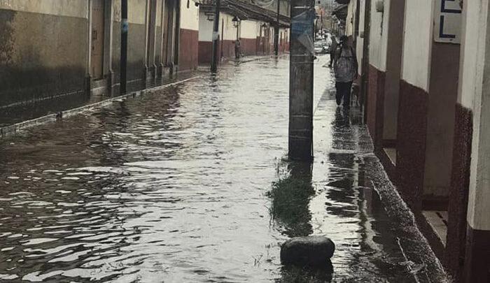 Lluvias torrenciales caen sobre Pátzcuaro
