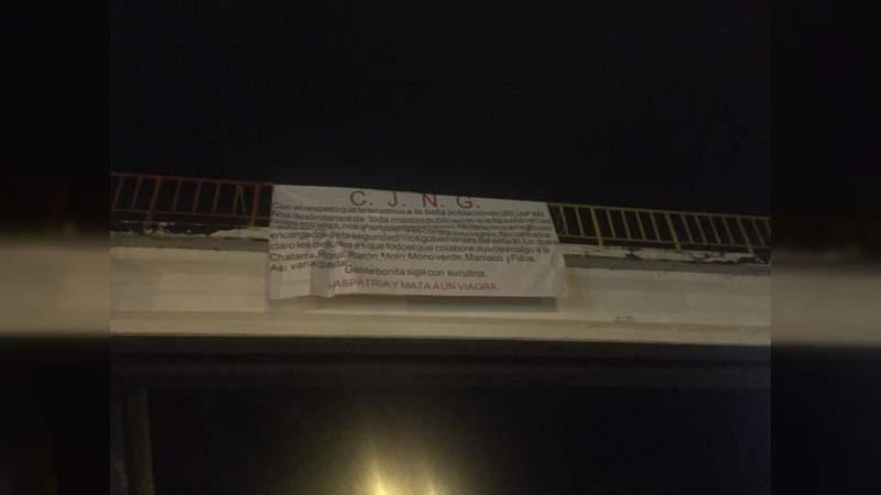 Mañana sangrienta en Uruapan, hallan 10 cuerpos colgados de un puente