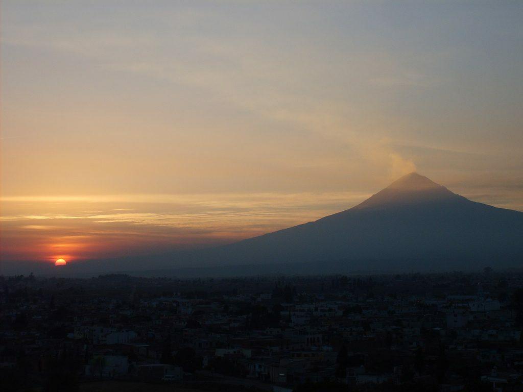 Estos son 5 pueblos mágicos en donde podrás ver algunos de los atardeceres más hermosos de México. Lugares donde vale la pena buscar un buen mirador para esperar a que el sol se oculte.
