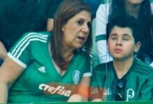 """Mamá que narra partidos a su hijo ciego podría ganar Premio The Best """"Mejor Fan"""""""