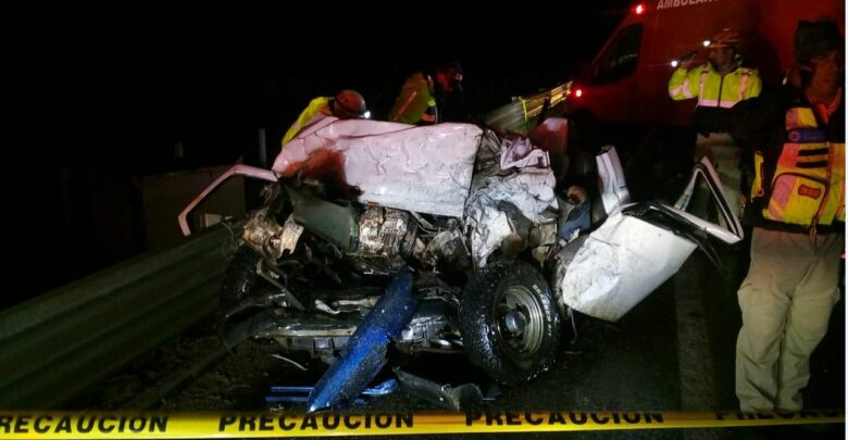 Un muerto y dos patzcuarenses lesionados en choque de cuatro tráileres en la Siglo XXI