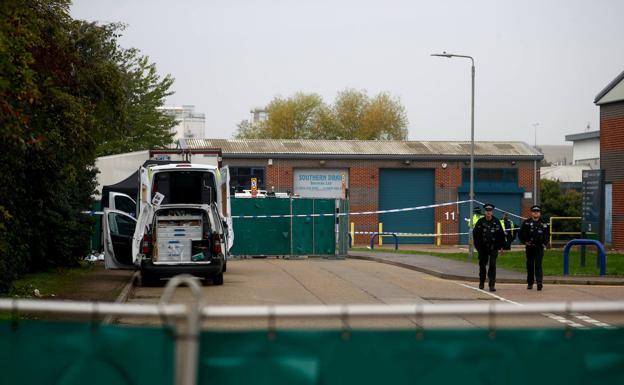 Encuentran 39 cadáveres en un camión cerca de Londres