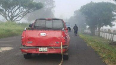Hallan tres cuerpos abandonados en camioneta en Michoacán