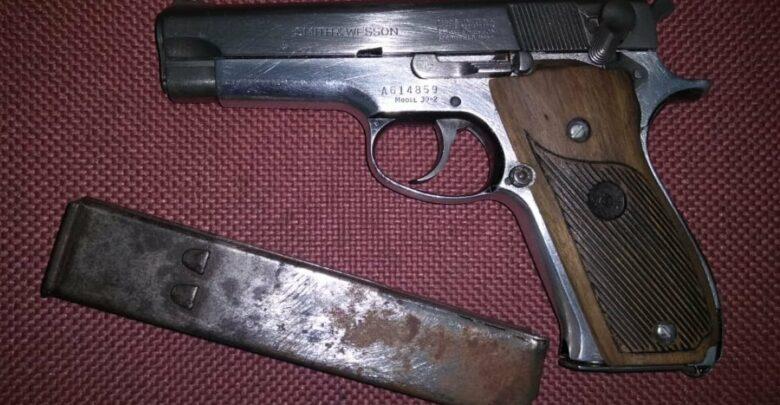 Policía detiene en Pátzcuaro a 2 en posesión de armas de fuego y droga