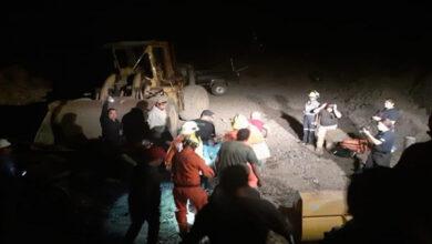 Rescatan a joven prensado entre rocas y maquinaria en Michoacán