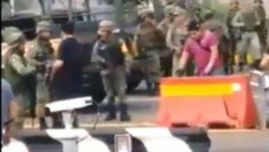 VIDEO: Militares y presuntos sicarios se saludan durante enfrentamientos