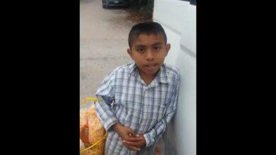 VIDEO: Niño huérfano vende chicharrones para comprar los útiles de la escuela