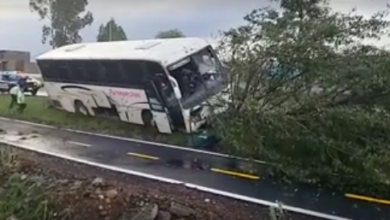 Choca autobús sobre la carretera Pátzcuaro - Morelia