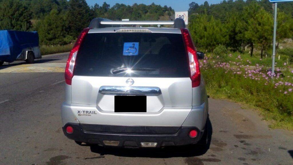 Encuentran camioneta con 4 cuerpos en Michoacán
