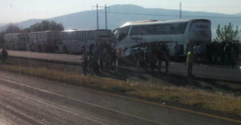 Normalistas de Tiripetío retienen autobuses otra vez