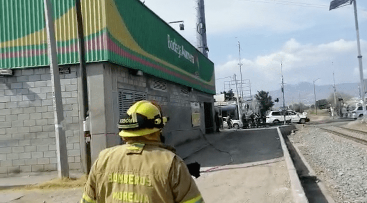 Amenaza de bomba en Bodega Aurrerá de Morelia, Michoacán