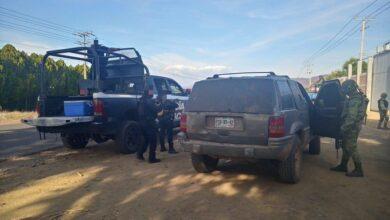 Detienen vehículo con blindaje artesanal en Michoacán