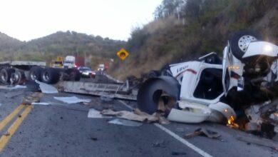 Fuerte accidente Autopista Siglo XXI tramo Nueva Italia - Lázaro Cárdenas