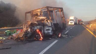 Fuerte choque cierra tramo carretero en Michoacán
