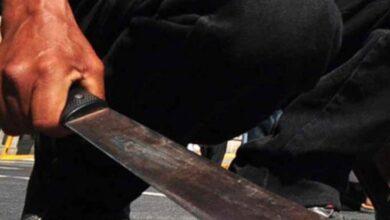 A machetazos hombre agrede a una mujer en Michoacán