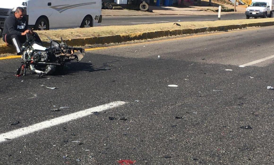 Motociclista se estrella contra un auto en la Pátzcuaro-Morelia