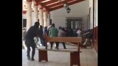 VIDEO: Trifulca en la presidencia municipal de Paracho, Michoacán