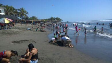 Rescatan a 3 personas en playas de Lázaro Cárdenas, Michoacán - Pátzcuaro Noticias