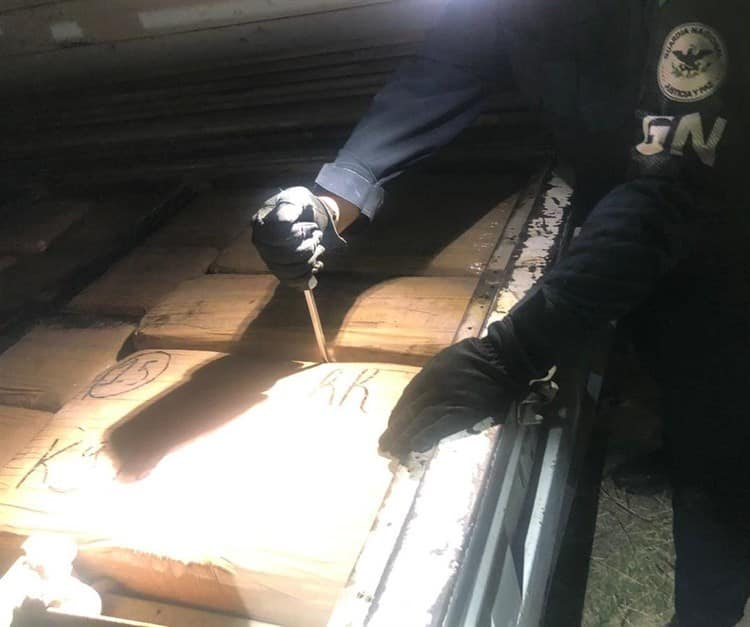 Viajaban con más de una tonelada de marihuana en La Piedad, Michoacán