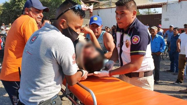 Chocan de frente 2 camionetas en Zamora; hay 5 personas lesionadas