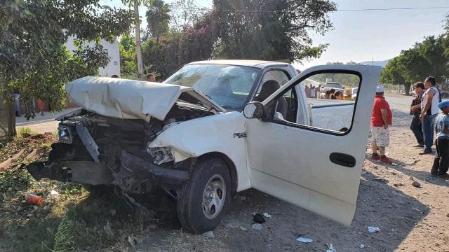 Chocan de frente 2 camionetas en Zamora; hay 5 personas lesionadas - Pátzcuaro Noticias