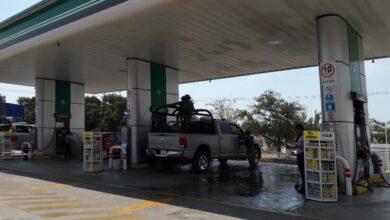 Comando armado asalta gasolinera en Michoacán