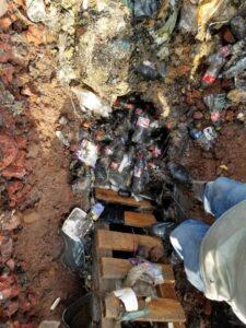 FOTOS: Basura y restos de una vaca en el drenaje de Pátzcuaro ocasionó colapso