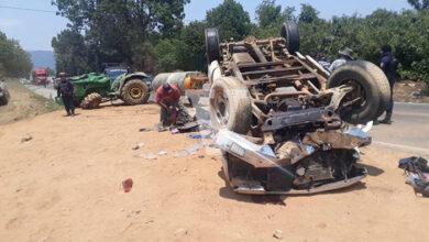 Camioneta con 11 jornaleros choca y vuelca sobre la Pátzcuaro-Uruapan