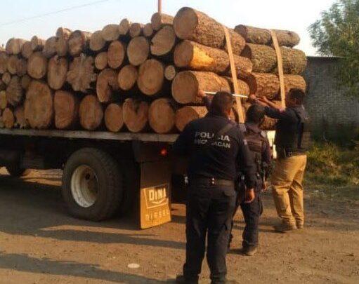 Detienen en Pátzcuaro a sujeto por transportar madera ilegal