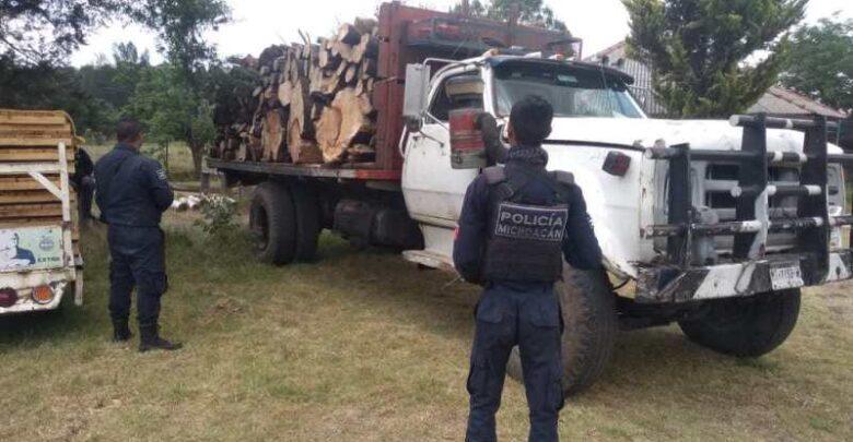 Detienen en Tacámbaro a sujeto con madera ilegal