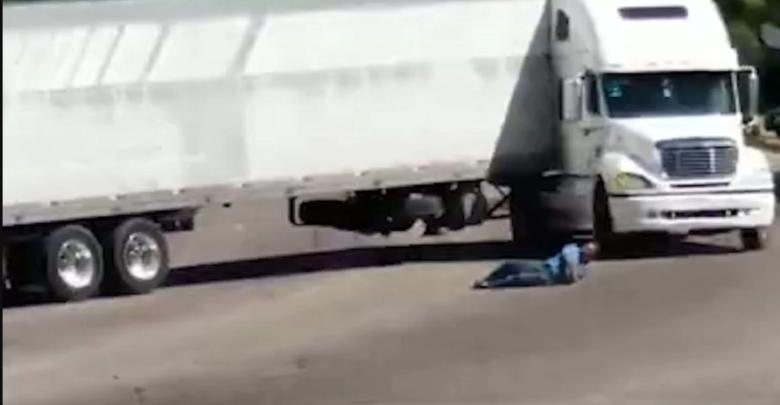 Trágico accidente en Apatzingán deja sin piernas a una persona