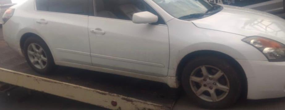 En Pátzcuaro detienen a 2 sujetos en posesión de vehículo con reporte de robo