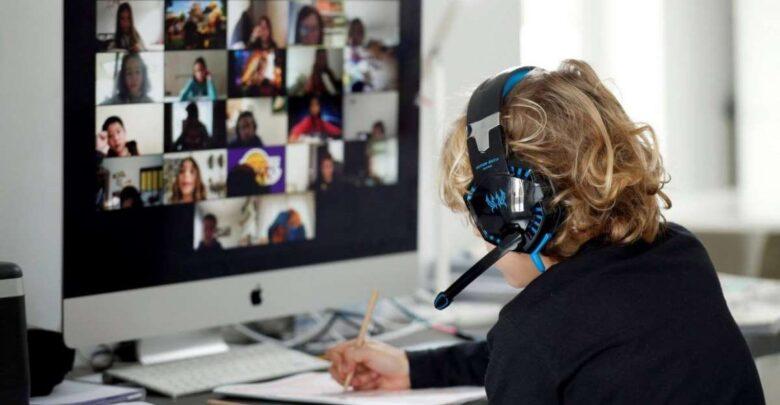 """""""Lorena, te estamos escuchando"""": una estudiante tuvo relaciones en clase virtual y olvidó apagar el micrófono"""