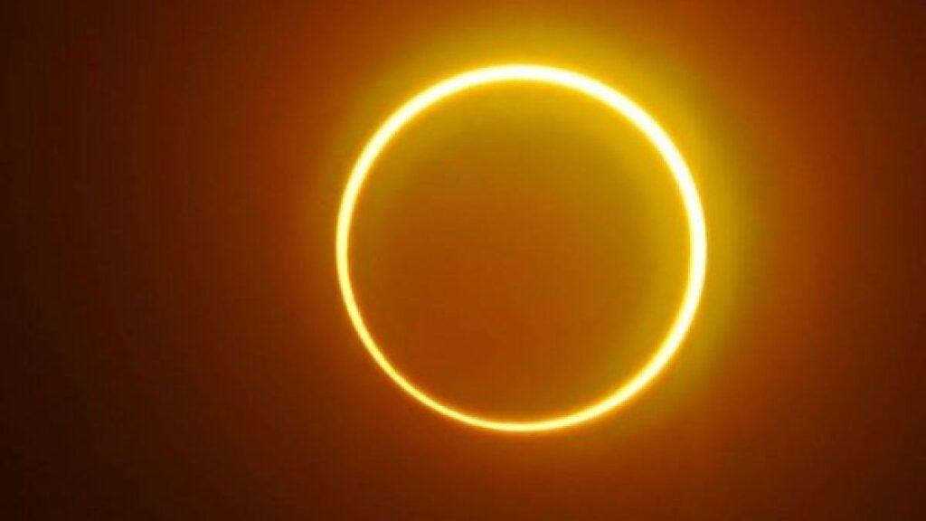 Un raro eclipse con forma de 'anillo de fuego' ocurrirá esta semana: ¿dónde y cuándo verlo?