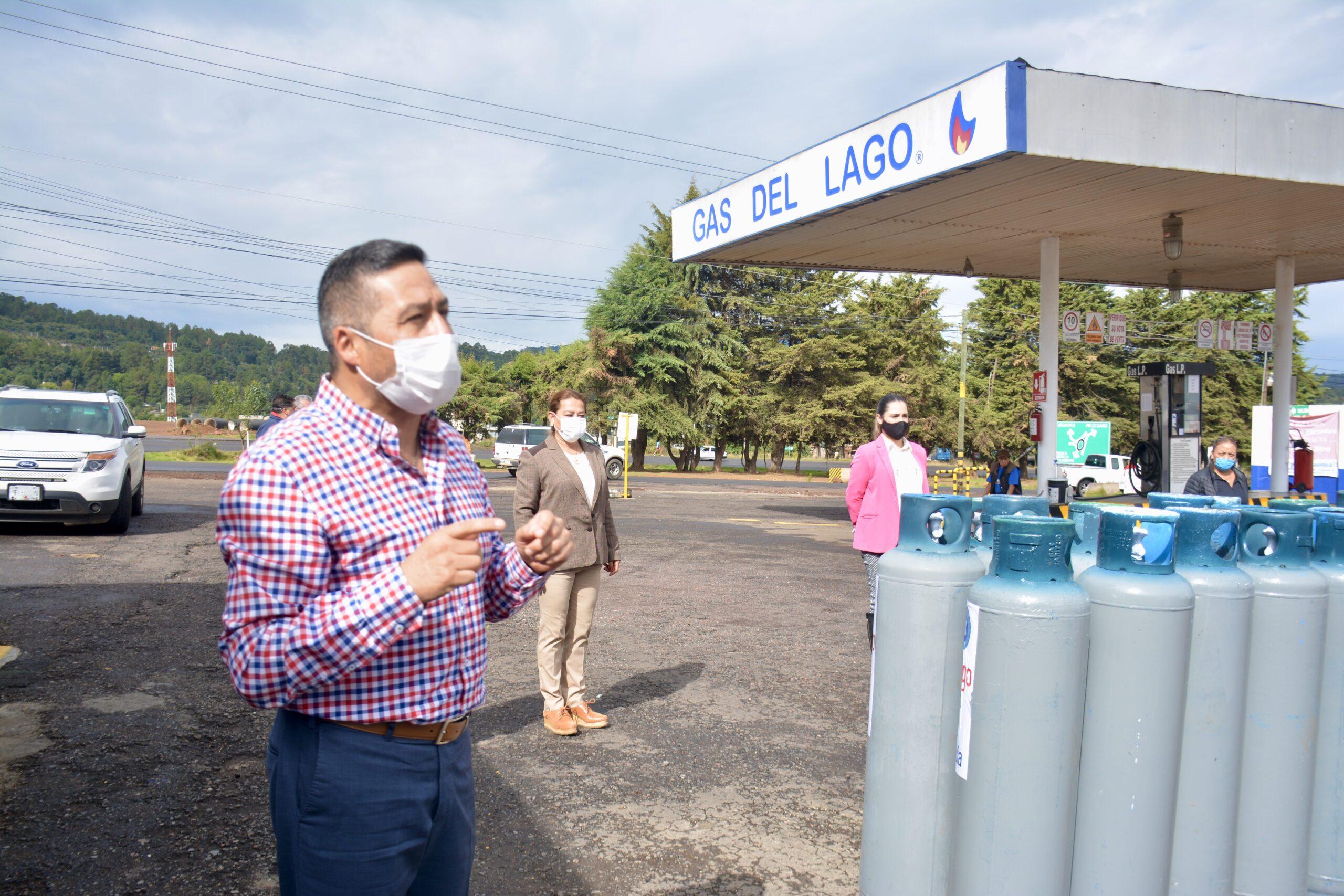 Se entregan tanques de gas doméstico a familias de Pátzcuaro