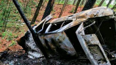 Encuentran cuerpos dentro de un vehículo calcinado en carretera de Tacámbaro