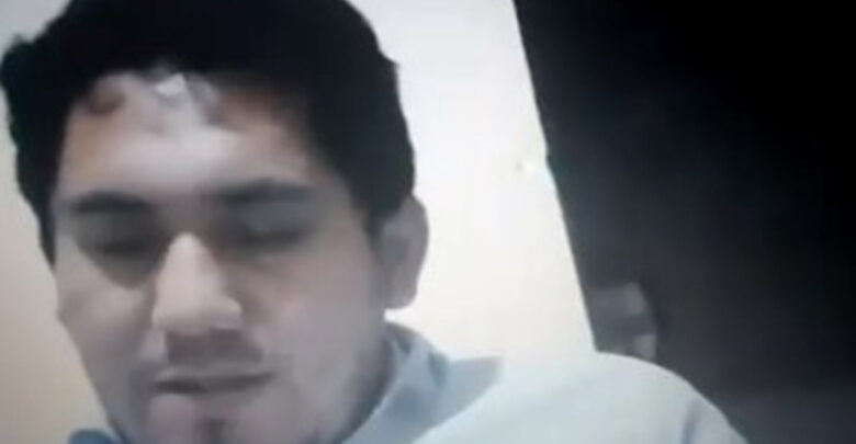 VIDEO: Profesor daba clase virtual mientras niña fantasma lo observaba