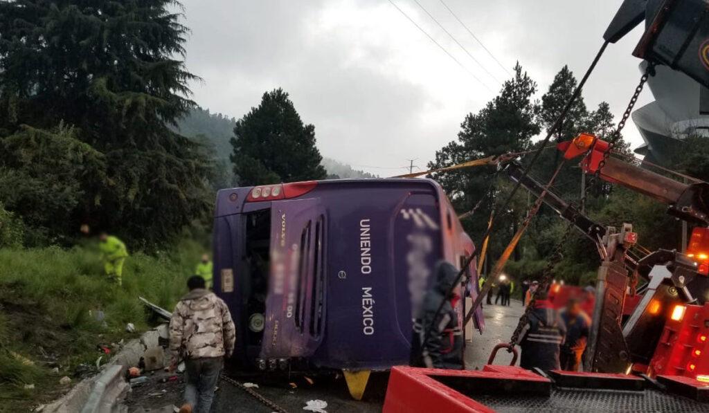 Trágico accidente de autobús de pasajeros deja varios muertos y heridos
