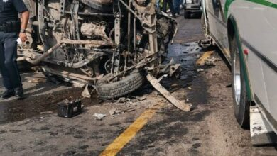 Choque entre autobús de pasajeros y camioneta en Ecuandureo, Michoacán