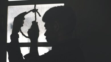 Joven se cuelga en su casa de Michoacán