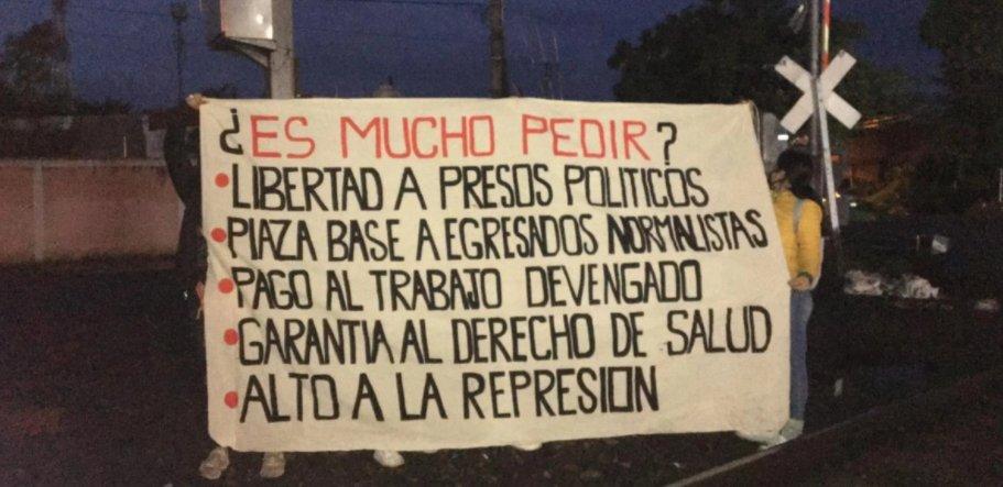 Exigencias de normalistas en Michoacán